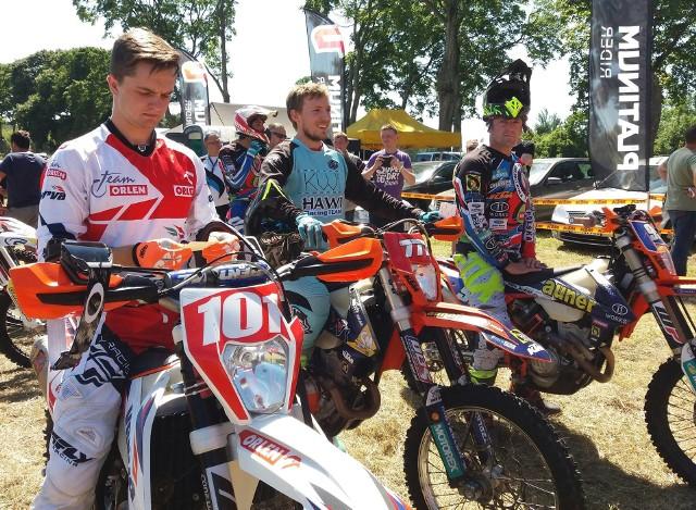 Maciej Giemza (od lewej), Jakub Kucharski z Hawi Racing Team Opole i Sebastian Krywult rywalizują o miejsca na podium w klasyfikacji generalnej sezonu.