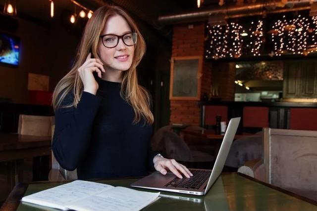 Właśnie opublikowano najnowsze dane Ogólnopolskiego Badania Wynagrodzeń Wynika z nich, że osoby na stanowiskach kierowniczych zarabiają całkiem sporo. Zobaczcie, jakie wynagrodzenia otrzymują kierownicy!Czytaj dalej. Przesuwaj zdjęcia w prawo - naciśnij strzałkę lub przycisk NASTĘPNE