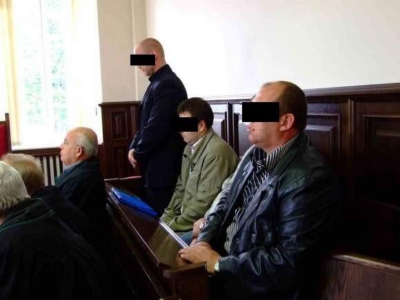 Oskarżeni przed strzeleckim sądem. Zdjęcie z 2009 roku.