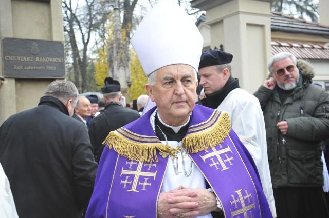 Biskup Jan Szkodoń jest pierwszym polskim biskupem, przeciwko któremu toczy się proces karno-administracyjny ws. o molestowanie nieletniej