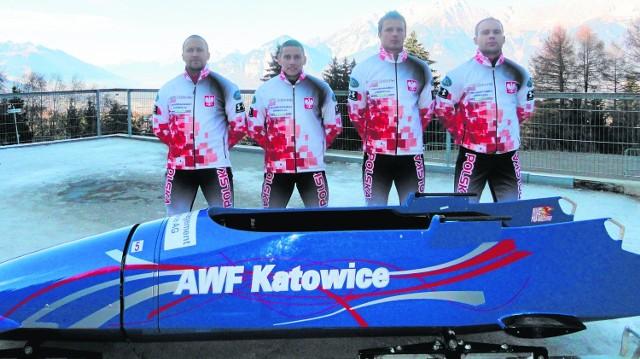 Dawid Kupczyk (pierwszy z lewej) jest najstarszym sportowcem w polskiej reprezentacji na Soczi