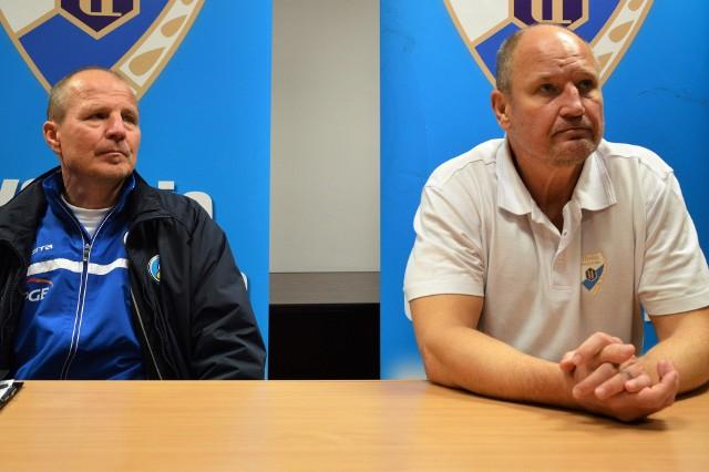Jacek Szopiński, trener Orlika Opole (z lewej) i Josef Dobosz (Unia Oświęcim)
