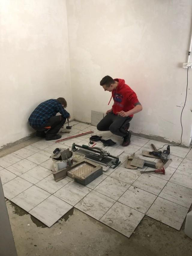 """Realizacja projektu """"Mała demolka"""" przez uczniów ZS w Dobczycach"""