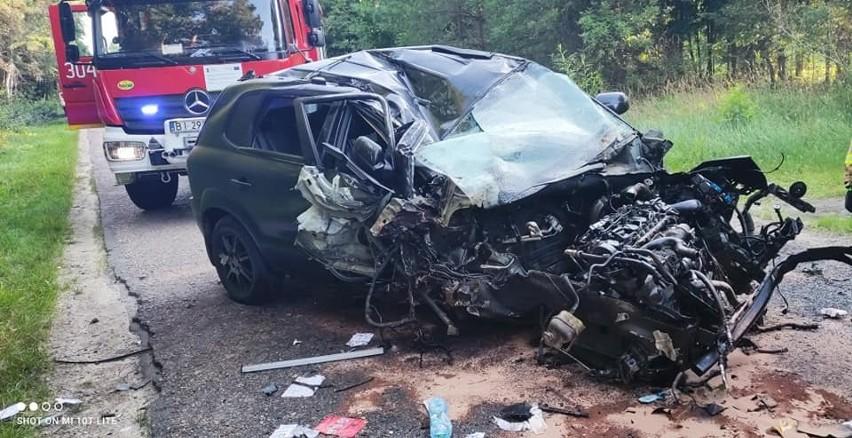 Groźny wypadek na drodze Koplany - Pomigacze. Samochód osobowy dachował. Kierowca trafił do szpitala. Policja: To była kolizja [ZDJĘCIA]