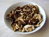 Suszone grzyby - co warto o nich wiedzieć, jak suszyć i przechowywać grzyby, żeby w pełni wydobyć ich smak i aromat [PORADNIK]