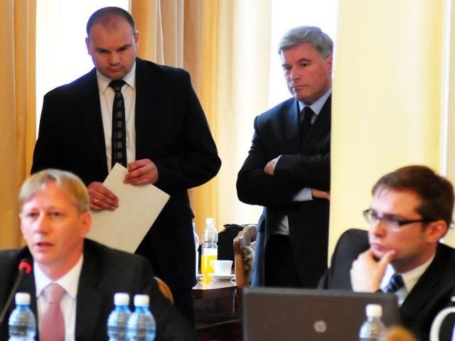 Radni Krosna nie poparli pomysłu kupna starej huty szkłaRadni nie przyjęli projektu, co rozczarowało prezydenta Piotra Przytockiego i Stefana Dziadosza, prezesa CDS.