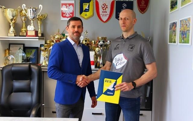 Trener Witold Chwastyniak z prezesem Avii Radosławem Szczerbą