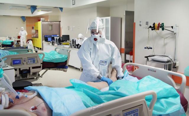 """W szpitalu """"covidowym"""" w Grudziądzu nadal przebywa bardzo dużo pacjentów z COVID-19"""