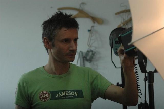 Sylwester Mocur zajmuje się produkcją filmów i reklam, a do Głogowa przyjeżdża na zajęcia ze studentami.
