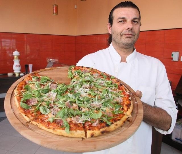 Pizza Rucola to najpopularniejszy przysmak Siciliany. Jej recepturę przygotował właściciel lokalu Giovanni Mazzarino.