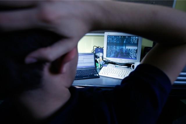 Na trop oszusta z Rzeszowa wpadli funkcjonariusze Wydziału dw. z Cyberprzestępczością KWP.