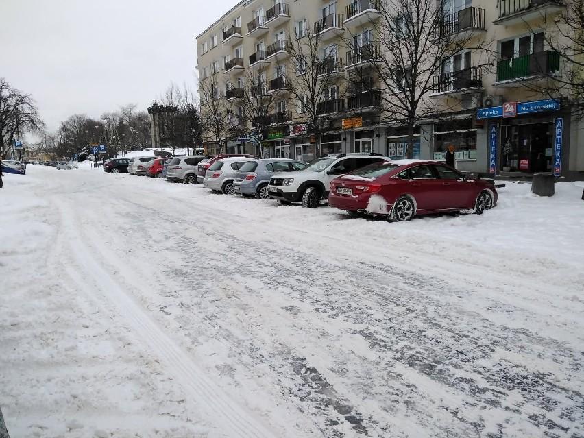 Białystok. Mieszkańcy zastanawiają się czy nie złożyć pozwu przeciwko miastu. Za śnieg i lód na ulicach (zdjęcia)