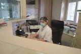 Liczba osobistych wizyt znacznie wzrosła - mówią lekarze. Jak działają gabinety lekarzy rodzinnych? Sezon infekcji i panedemia koronawirusa