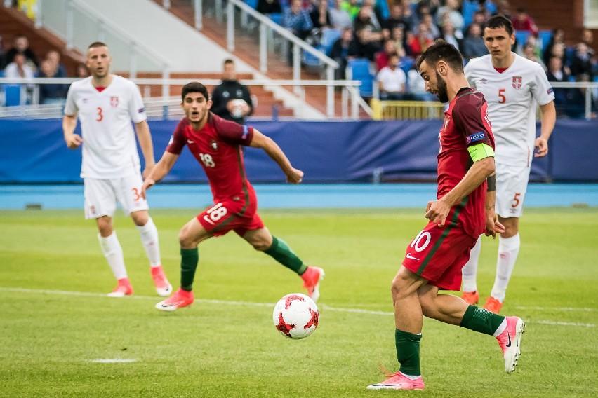 Bruno Fernandes (nr 10) podczas meczu Portugalia - Serbia na...