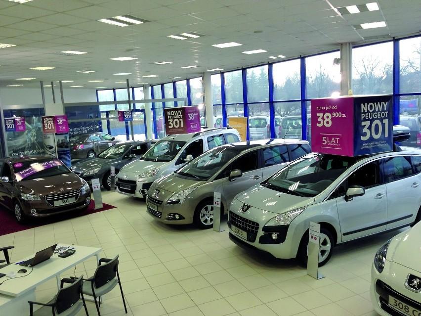 Liderzy Regionu 2012: Rita Motors z KielcWnętrze kieleckiego salonu marki Peugeot.