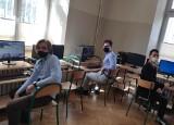 Ostrołęka. Uczniowie II LO w Ostrołęce w finale Olimpiady Wiedzy o Bezpieczeństwie i Obronności. Zdjęcia