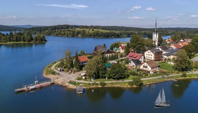 Sztuczne jezioro w Lipnie na Szumawie