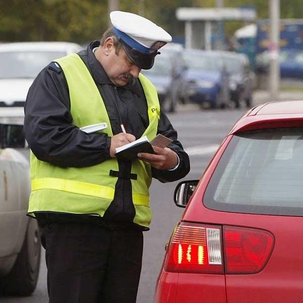 Połowa ukaranych kierowców nie zapłaciła mandatów.