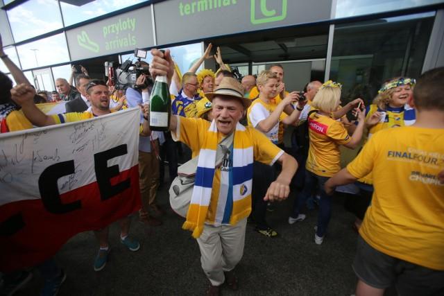 Piłkarze ręczni Vive Tauron Kielce w Pyrzowicach