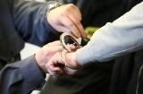 Tymczasowy areszt dla dwóch mężczyzn. Napadli na salony gier w Rzeszowie, jeden z nich przystawił ofiarze nóż