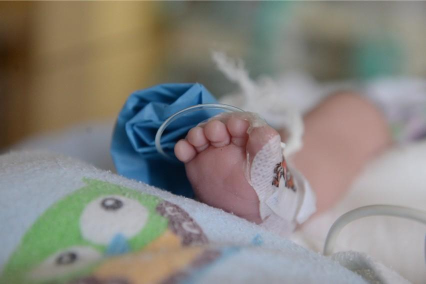 Kobieta z podejrzeniem koronawirusa urodziła w szpitalu w...