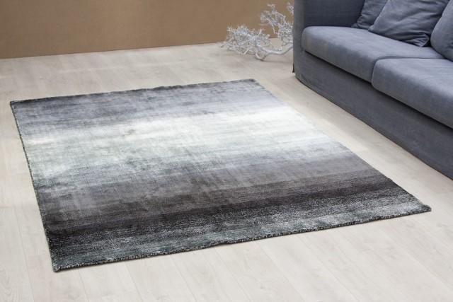 Oryginalny dywan przełamie monotonię podłogi, która może wkraść się do naszego mieszkania.
