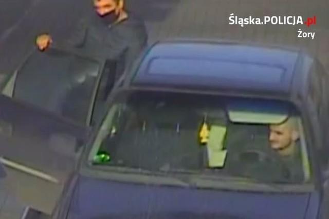 Policja szuka tych mężczyzn. Są podejrzani o kradzież paliwa na stacjach w ŻorachZobaczkolejnezdjęcia. Przesuwajzdjęcia w prawo - naciśnij strzałkę lub przycisk NASTĘPNE
