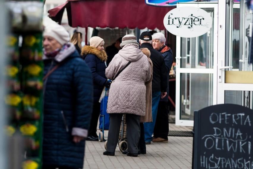 Najwięcej osób starszych z problemami finansowymi mieszka w...