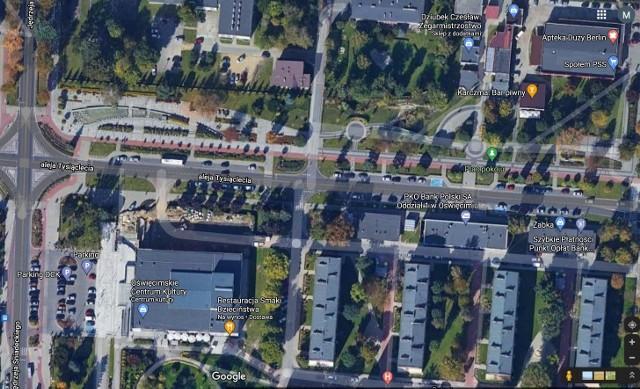 Oświęcimskie Centrum Kultury i przylegający plac Pokoju.