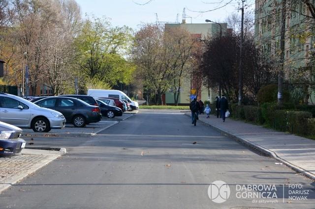 Droga na osiedlu Kasprzaka została wyremontowana wraz z miejscami parkingowymi Zobacz kolejne zdjęcia/plansze. Przesuwaj zdjęcia w prawo - naciśnij strzałkę lub przycisk NASTĘPNE