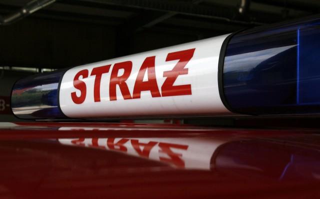 Pożar w Piaskach: 108 strażaków walczy z ogniem pod Kępnem
