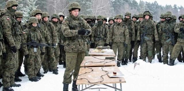 W trakcie zajęć poligonowych żołnierze uczyli się rozpoznawać i unieszkodliwiać miny-pułapki.