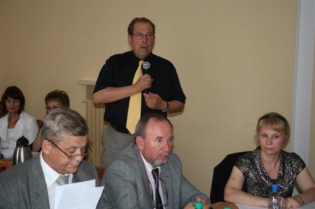 Dyrektor szpitala Andrzej Sawoni (z tyłu) jest zadowolony z minionego roku.