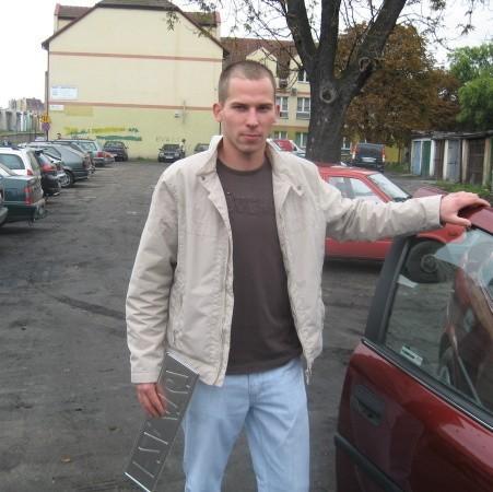 - Powinni zrobić porządek na tym parkingu - uważa Marcin Ochociński.