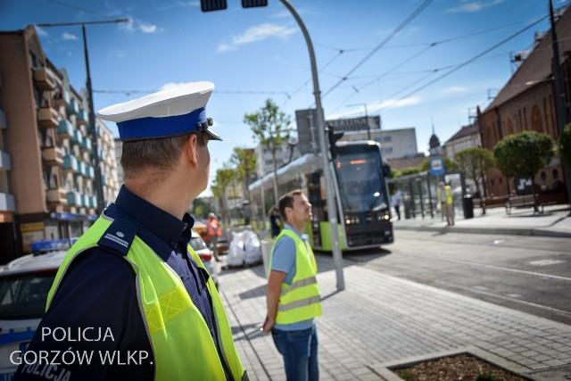 Na tory w Gorzowie wracają tramwaje. Policja przypomina o bezpieczeństwie.
