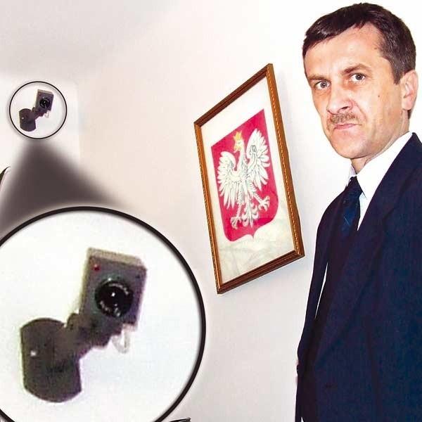 - W gabinecie siedzę sam. Dzięki monitoringowi czuje się bezpieczniej - mówi Marian Pędlowski, Powiatowy Inspektor Nadzoru Budowlanego w Stalowej Woli.