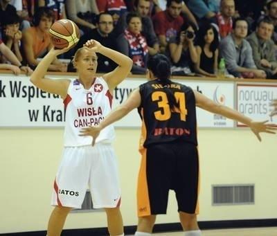 Najwięcej punktów zdobyła wczoraj dla Wisły Can-Pack, w pierwszym meczu ekstraklasy, Paulina Pawlak Fot. Michał Klag