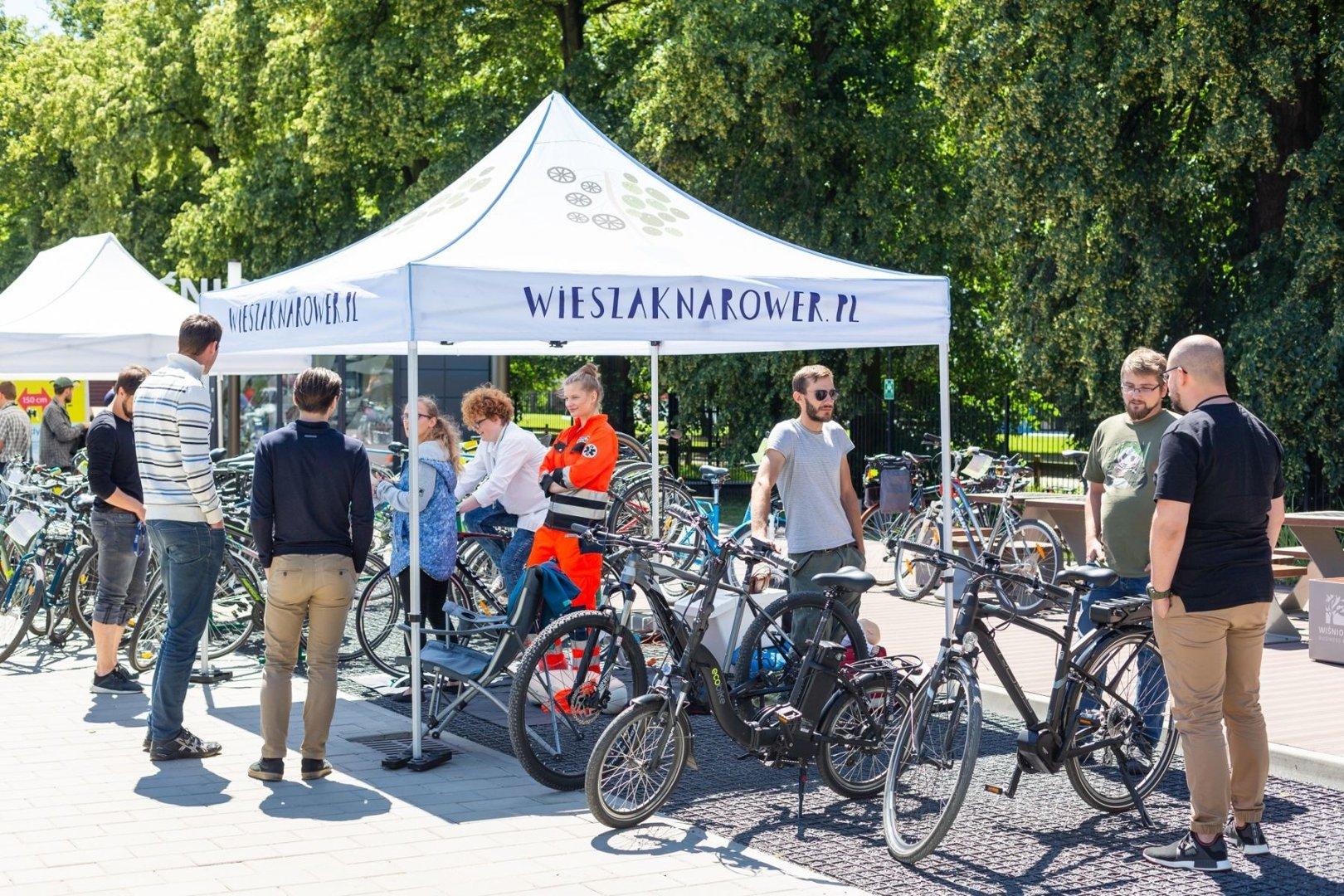 fc767f3aa5d397 Kampania ma zachęcać do dojeżdżania do pracy rowerem, w programie są m.in.  darmowy serwis dwóch kółek, testy rowerów ...