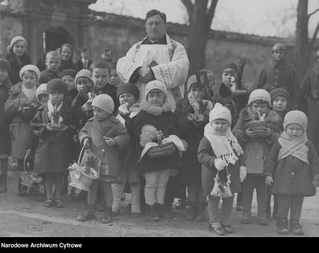 Święcenie pokarmów w Niepołomicach, 1932 rok