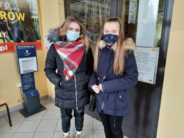 Tegoroczne maturzystki - Milena i Sylwia poradziły sobie z próbną maturą z języka angielskiego.