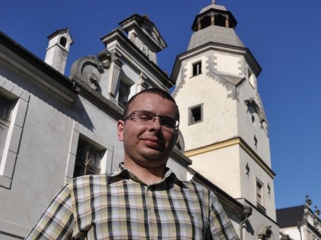 - Nie chcemy, aby nasze największe zabytki, jak ten w Dąbrowie, oglądali tylko pracownicy ochrony - mówi Łukasz Litwinowicz.