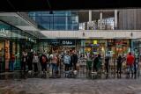 Galerie handlowe znów otwarte. Polacy ruszyli na zakupy, kolejki przed sklepami. Zdjęcia