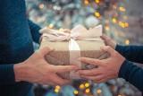 Prezent pod choinkę dla chłopaka. Oryginalne i nowoczesne propozycje na prezent świąteczny dla chłopaka do 100 zł [20.12.20]