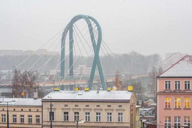 Dzisiaj w Bydgoszczy zrobiło się biało. Pod koniec tygodnia w naszym regionie zrobi się jednak... ciepło jak na tę porę roku - do 11 stopni Celsjusza.