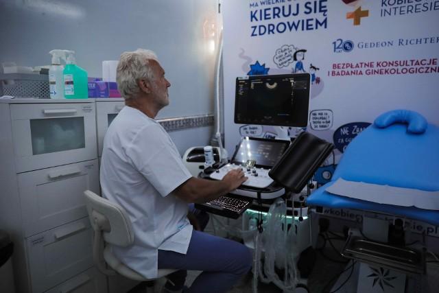 Mobilny punkt badań ginekologicznych.