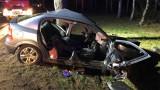 W Uradzie samochód osobowy uderzył w drzewo. Droga krajowa nr 29 zablokowana, wyznaczono objazdy