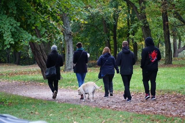 Poznaniacy aktywnie spędzają sobotnie popołudnie. Wybrali się na spacery, przejażdżki rowerowe i na place zabaw. Zobacz zdjęcia z Cytadeli. Przejdź dalej --->