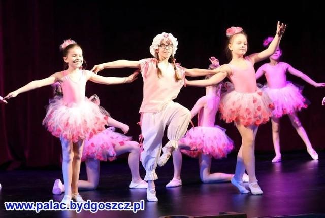 """W Pałacu Młodzieży działa kilka zespołów tanecznych. Najbliższa impreza to konkurs dla dzieci """"W Tanecznym Rytmie""""."""