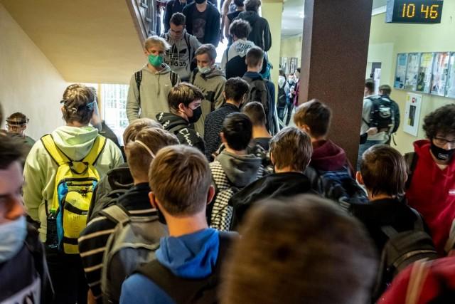 - W szkołach nie da się zachować bezpiecznego dystansu - od dawna alarmowali dyrektorzy placówek