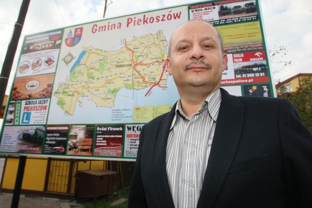Powstaje pierwsza w Świętokrzyskiem elektrownia słoneczna! Zobacz gdzie Piotr Kuzioła z pomorskiej firmy Mar – Tom, która specjalizuje się w konstrukcjach stalowych hali, mostów, wiaduktów, była też podwykonawcą przy budowie autostrad A1 i S7 będzie teraz budowała elektrownie słoneczne w całej Polsce.